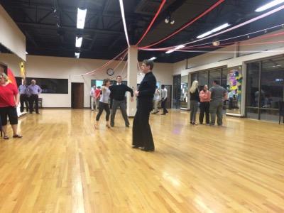 米国で社交ダンス〜初契約更改